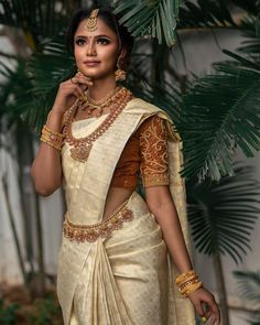 The perfect Silk saree blouse design is what you need to glow on your special day! To shorten your hunt, we've got for you various Silk saree blouse designs for south Indian brides. Bridal Sarees South Indian, Bridal Sari, Indian Bridal Outfits, Indian Bridal Fashion, South Indian Bride, Saree Wedding, Telugu Wedding, Indian Groom, Punjabi Wedding