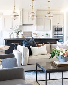 A kitchen and living space that we can't get enough of today! Beautiful design from @saltboxcollective