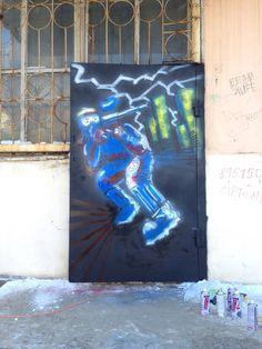 Граффити на двери в пейнтбольный клуб Pistollero