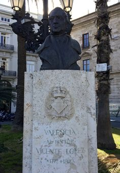 This is a bust of Vicente López, a painter who was considered one of the best portrait painters of his time. He lived from 1772-1850, and was a Neo-classicist painter, although his paintings have some traces of Rococo style.