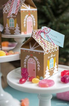 Make your own adorable paper gingerbread house snack box for Christmas! All Things Christmas, Winter Christmas, Christmas Holidays, Christmas Decorations, Christmas Paper, Diy Christmas Boxes, Handmade Christmas, Gingerbread House Parties, Christmas Gingerbread