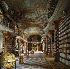 Bibliothèque. Prague.