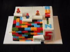bolo com peças do lego