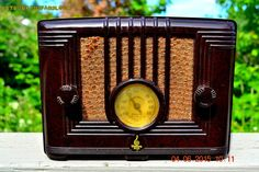 SOLD! - Sept 17, 2015 - STUNNING Art Deco Retro Vintage 1940 Emerson Model 126 Brown Swirly Marbled Bakelite AM Tube Radio Totally Restored!