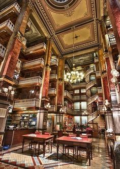 Spiral Staircase, law library in Des Moines, Iowa