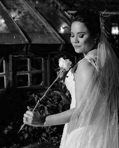 The Bride - Talita Decoração @ic_celebrar Vestido @carolhungriaoficial Buffet @tatacury Video @l2filmes Fotografia @feliperezende Making of @hiltonmorumbi  #feliperezende #amor #boda #bridal #bridalmakeup #bride #bridetobe #casamento #casar #cerimonia #familia #fotografiadecasamento #fotografodecasamento #happy #instawedding #love #marriage #noivos #noiva #clicksdofeliperezende #romance #smiles #vestidodenoiva #wedding #weddingday #weddingdecor #weddingdress #weddingideas #weddinginspiration…