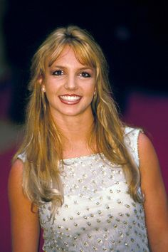 World Music Awards In Monte Carlo, Monaco - Britney Spears Makeup Looks Winter, Shakira Hair, Beauty Heroes, Britney Spears Photos, 90s Hairstyles, Celebrity Makeup, Shoulder Length Hair, Lip Liner, Beauty Trends