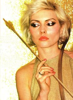 kannibalkrunch:    Debbie Harry captured by Francis Ing's goldfinger(1979).
