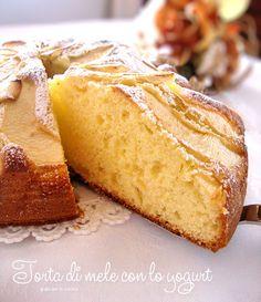 Oggi vi propongo questa Torta di mele con lo yogurt, molto buona, delicata e leggera. Sarà un'ottima merenda, o un'ottima colazione per tutta la vostra ....