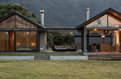 Pananui Beach House | Johnston Architects New Zealand Architecture, Public Architecture, Architecture Awards, Commercial Architecture, Clifton Beach, Facade House, House Floor, New Zealand Houses, Scandi Home