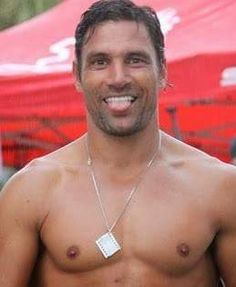 manu bennett (in Spartacus) don't stick your tongue out if you dont intend to use it! Gorgeous Men, Beautiful People, Liam Mcintyre, Manu Bennett, Devious Maids, Weak In The Knees, Young Old, Spartacus, Celebrity Crush