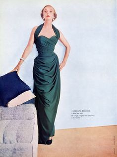 1952 Model in green crepe, draped, evening gown with halter neckline by Germaine Lecomte, photo by Richard Dormer Green Evening Gowns, Vintage Evening Gowns, Vintage Ball Gowns, Vintage Vogue, Vintage Glamour, 1950s Style, Vintage Outfits, Vintage Dresses, Couture Mode
