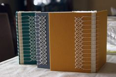 Chattanooga Book Arts Collaborative: Variations on Coptic Bindings / Book binding Handmade Notebook, Diy Notebook, Handmade Journals, Handmade Books, Binding Covers, Book Binding, Journal Covers, Book Journal, Bookbinding Tutorial