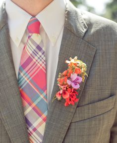 Any groomsman that's willing to wear #pink plain totally has our heart. We're loving this tie and boutonniere combo! #pinkweddings