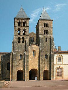 romansk arkitektur – Google Søk Trondheim, Hadith, Durham, Verona, Notre Dame, Mansions, House Styles, Building, Google