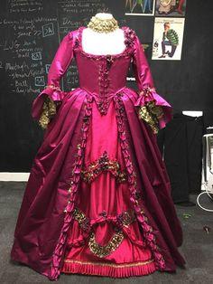 Outlander Costume (@OutlanderCostum)   Twitter Terry Dresbach, Serie Outlander, Outlander Costumes, 18th Century Dress, Beautiful Wedding Gowns, Vintage Fashion Photography, Period Outfit, Fantasy Dress, Diana Gabaldon