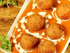 Malai kofta or paneer kofta in creamy delicious spicy gravy. These koftas are made with potatoes and paneer. Serve malai kofta with rice, naan or roti. Oats Recipes, Veg Recipes, Curry Recipes, Vegetarian Recipes, Cooking Recipes, Recipies, Kofta Recipe Vegetarian, Appetiser Recipes, Aloo Recipes