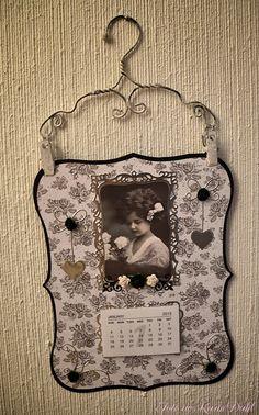 Karins-kortemakeri: Årskalendere 2015 Frame, Home Decor, Calendar, Picture Frame, Decoration Home, Room Decor, Frames, Interior Design, Home Interiors