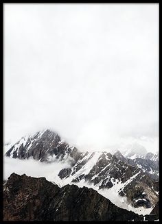 A lovely print with photo art, featuring a photo of high mountains with snow. A stylish nature photo that fits well in the frame of your choice or maybe with a clip. We have more posters featuring beautiful nature images in our shop, look in the category Photo art. www.desenio.com