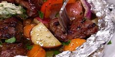 Our beef papillote with garlic and herb butter is – Meat Foods Steak Marinade Recipes, Beef Recipes, Cooking Recipes, Healthy Recipes, Easy Summer Meals, Summer Recipes, Steak Foil Packets, Herb Butter, Garlic Butter