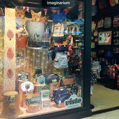 Camisetas lindas, bolsas apaixonantes, bijoux, câmeras lomo e muitas novidades estão na nova vitrine Visto Imaginarium. Vem ver no blog, antes de ver ao vivo em uma loja Imaginarium! Clica aqui! #visto #imaginarium #outonoeinverno