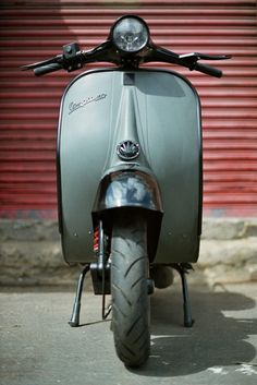 """The Vespa is a line of scooters patented on April 1946 by the company Piaggio & Co, S. The name Vespa, which means """"wasp"""" in Italian, was chosen by Enrico Piaggio. Vespa Vbb, Piaggio Vespa, Lambretta Scooter, Vespa Scooters, Vespa Retro, Retro Scooter, Vintage Vespa, Vintage Italy, Motor Cafe Racer"""