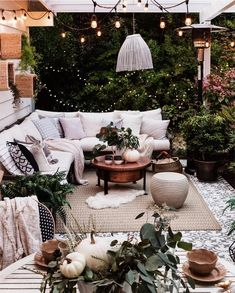 cozy bohemian outdoor patio space porch area > decoration ideas > boho decor - All For Garden Cozy Patio, Backyard Patio, Patio Table, Backyard Landscaping, Terrace Design, Patio Design, Café Exterior, Exterior Signage, Craftsman Exterior