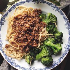 Spagetti och köttfärssås är ganska gott ändå   Köttfärs sås nötfärs lök pasta