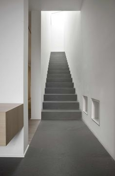 Built by Bianco + Gotti Architetti in Palazzago, Italy with date Images by Luca Santiago Mora. The orthogonal layout of the two elementary volumes accounts for the rationale behind this residential design for a s. Arch Interior, Interior Stairs, Interior And Exterior, Interior Decorating, Interior Design, Architecture Details, Interior Architecture, Stair Handrail, Concrete Staircase