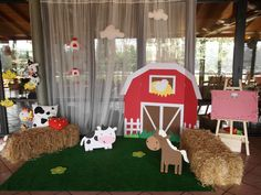 Farm party: barn for photo booth