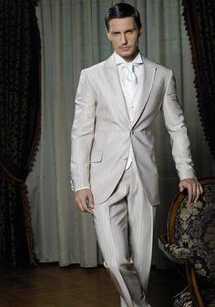 Costum Athos- 40% reducere  pret vechi 1497 lei- pret nou 898 lei