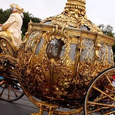 Image about carriage in aes// Cinderella by spooky bren christmas Queen Aesthetic, Gold Aesthetic, Princess Aesthetic, Night Aesthetic, Cinderella Aesthetic, Disney Aesthetic, Cinderella 2015, Cinderella Carriage, Cinderella Coach