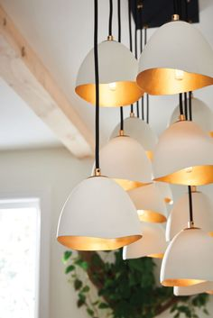 Nula, designed by Lisa McDennon for Hinkley, is truly a work of art! The organic-inspired look combines a Shell White outside finish with gold leaf detailing. This 14-light linear chandelier is perfect for making a big style statement.  #designerstyle #organicstyle #whiteandgold #goldleaf #lightinginspo