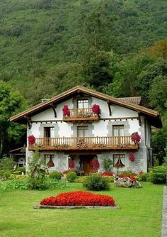 Discover recipes, home ideas, style inspiration and other ideas to try. Future House, My House, Swiss House, Colorado Springs Camping, Voyage Europe, Basque Country, Beautiful Sites, New House Plans, Architecture Plan