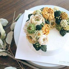 휴일반납, 주말까지 풀타임 수업이지만 너무 즐거운 요즘🎃 advanced 3rd #beanpaste #flowercake #like #cake #cakedesign #autumn #flower #peony #フラワーケーキ #เค้กดอกไม้ #bakingtime #cakedecorating #앙금플라워 #떡케이크 #앙금떡케이크 #앙금케이크 #수제케이크 #케이크만들기 #베이킹 #간식 #주부스타그램 #취미 #꽃스타그램 #힐링 #베이킹클래스 #송파앙금플라워