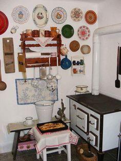 Emlékeztek még erre az időre? Ha nosztalgiával gondolsz rá, add tovább - Ketkes.com Rustic Style, Rustic Decor, Kitchen Stove, Traditional House, Kitchen Design, Gallery Wall, Furniture, Vintage, Home Decor