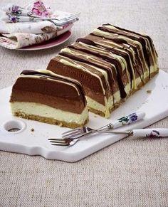 Dreifarbiger Schoko-Käsekuchen-Dessert (no-bake); Eggless Chocolate-Quark Mousse