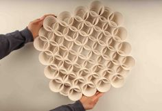 Studio Under , un design et un studio de recherche basé en Israël, vient d'annoncer qu'il ont construit l'imprimante 3D capable d'imprimer les plus grands objets en céramique au monde en se basant sur cette technologie.