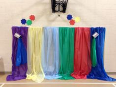 Great way to use color and plastic cloths to create a WOW factor! First Presbyterian, Indianapolis  www.cokesburyvbs.com