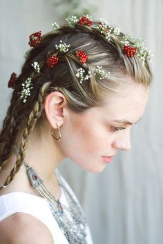 Flowers and braids: perfect combo.