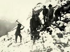 Italian Alpine troops digging in WW1