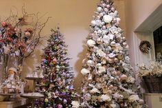 """VIANOCE 2015 Srdečne Vás všetkých pozývame do Vianočného kráľovstva v Považskej Bystrici. Tento rok sme pre Vás pripravili 3 trendy kolekcie 2015 a to ,,Romantický Vintage"""", """"Čarovný les"""" a """"Detská rozprávka"""". V našom obchodíku máme veľa nádherných postavičiek, lampášikov a ozdôb od výmyslu sveta. Čakajú tu na Vás aj stromčeky, voňavé sviečky a množstvo nádherných doplnkov z Nemecka, Belgicka, Rakúska, Čiech, Poľska a Slovenska. Nech sa páči, aspoň malá ukážka fotiek vo fotogalérii, lebo…"""