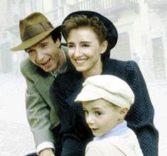 """LA VITA E' BELLA : Qsta è un'immagine del film LA VITA E' BELLA di Roberto Benigni..Ho messo qsta foto per continuare a ricordare la Shoah, la strage degli ebrei da parte dei nazisti durante la 2 guerra mondiale..Proprio oggi ricorre la GIORNATA DELA MEMORIA di quel terribile periodo..CHE NONO SUCCEDA MAI PIU'!!!!!!!!!!!!!!    """"Niente è più necessario del superfluo.""""    """"Buon giorno principessa!"""""""