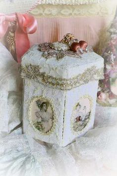 Crafting with lace on pinterest fabric journals altered for Boite shabby chic