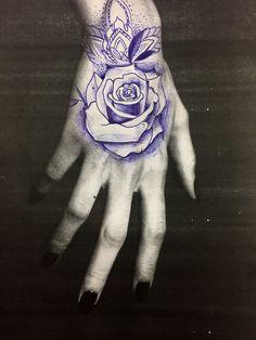 Drug Tattoos, Rose Tattoos, Tatoos, Saved Tattoo, Geniale Tattoos, Chicano, Line Drawing, Tattoo Drawings, Tatting