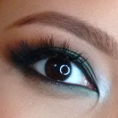 Close up eye makeup look Nyx Eyebrow Pencil, Waterproof Eyeliner Pencil, Daytime Smokey Eye, Smokey Eye Makeup, Eyeshadow Base, Green Eyeshadow, Nyx Lip Liner, Mac Blush, Beauty Blender How To Use