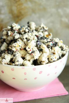 5 Ingredient Cookies and Cream Popcorn