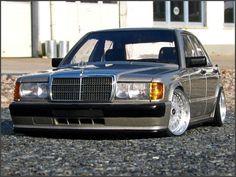 mercedes-190e-2-3-16-tuning-modellauto-1zu18-front-vorne.jpg (640×481)