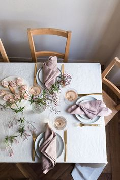 Dusk pink linen napkins by Rough Linen Wedding Napkins, Wedding Table, Beautiful Table Settings, Table Set Up, Napkin Folding, Linen Napkins, Deco Table, Decoration Table, Diner Decor
