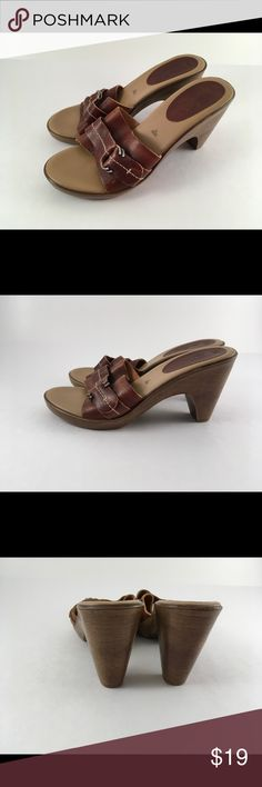 🔆FIONI Leather Wedge Sandals Size 7 1/2🔆 FIONI Brown leather sandal heels. So cute! Soft leather with buckle. Excellent gently used condition with some minor scuffs on the leather but barely noticeable. Fioni Shoes Sandals